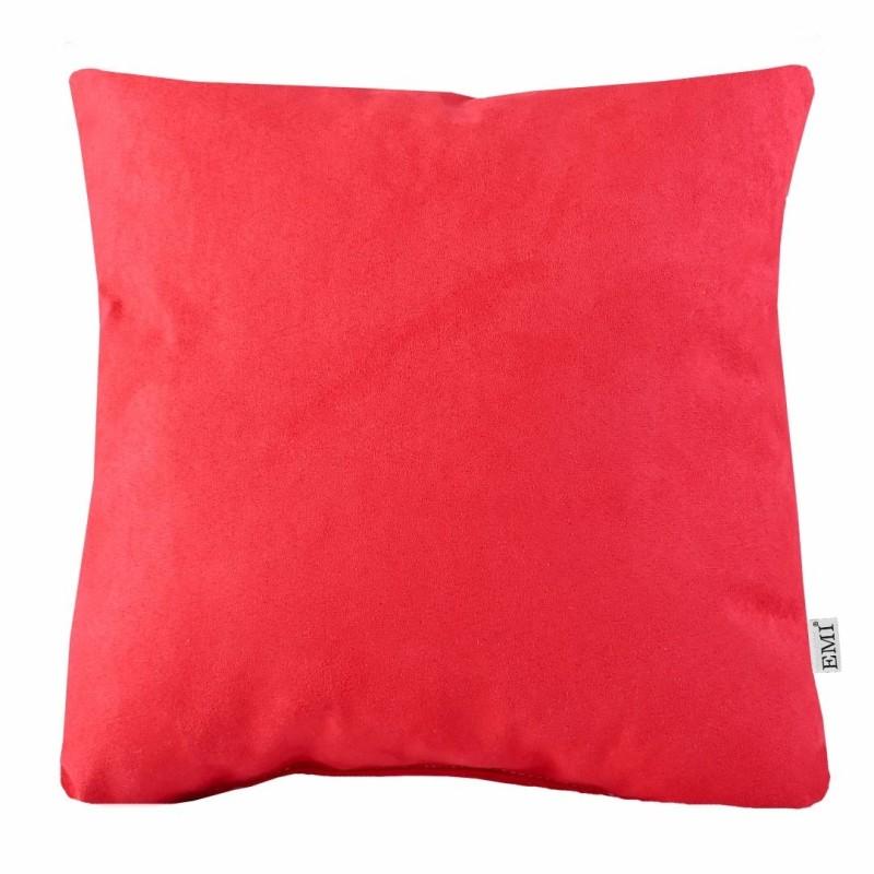 Semišový červený dekoratívny vankúš do obývačky