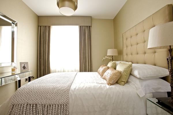 Ako opticky zväčšiť spálňu- upravte strop a zvoľte svetlejšie farby