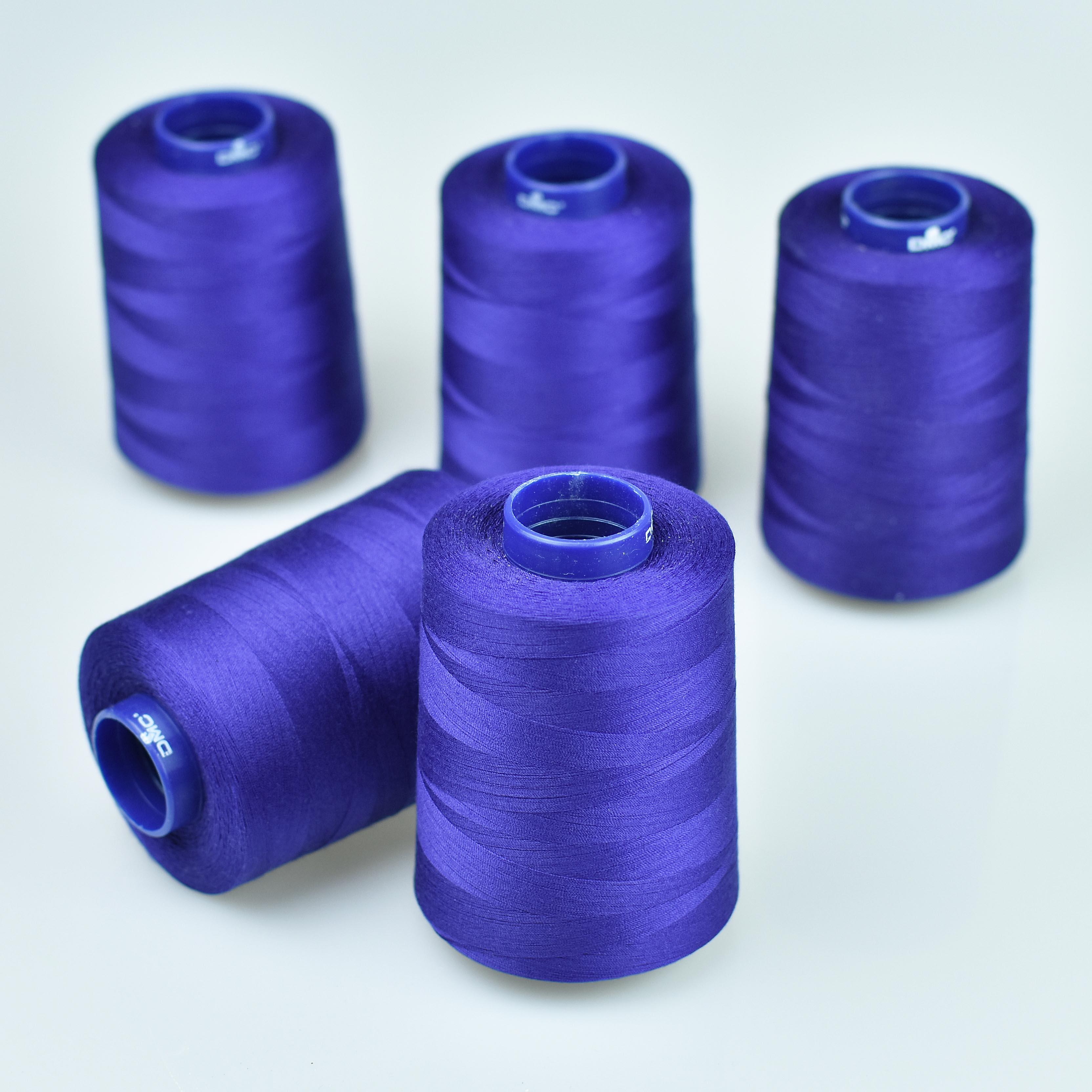 modrá polyestérová niť