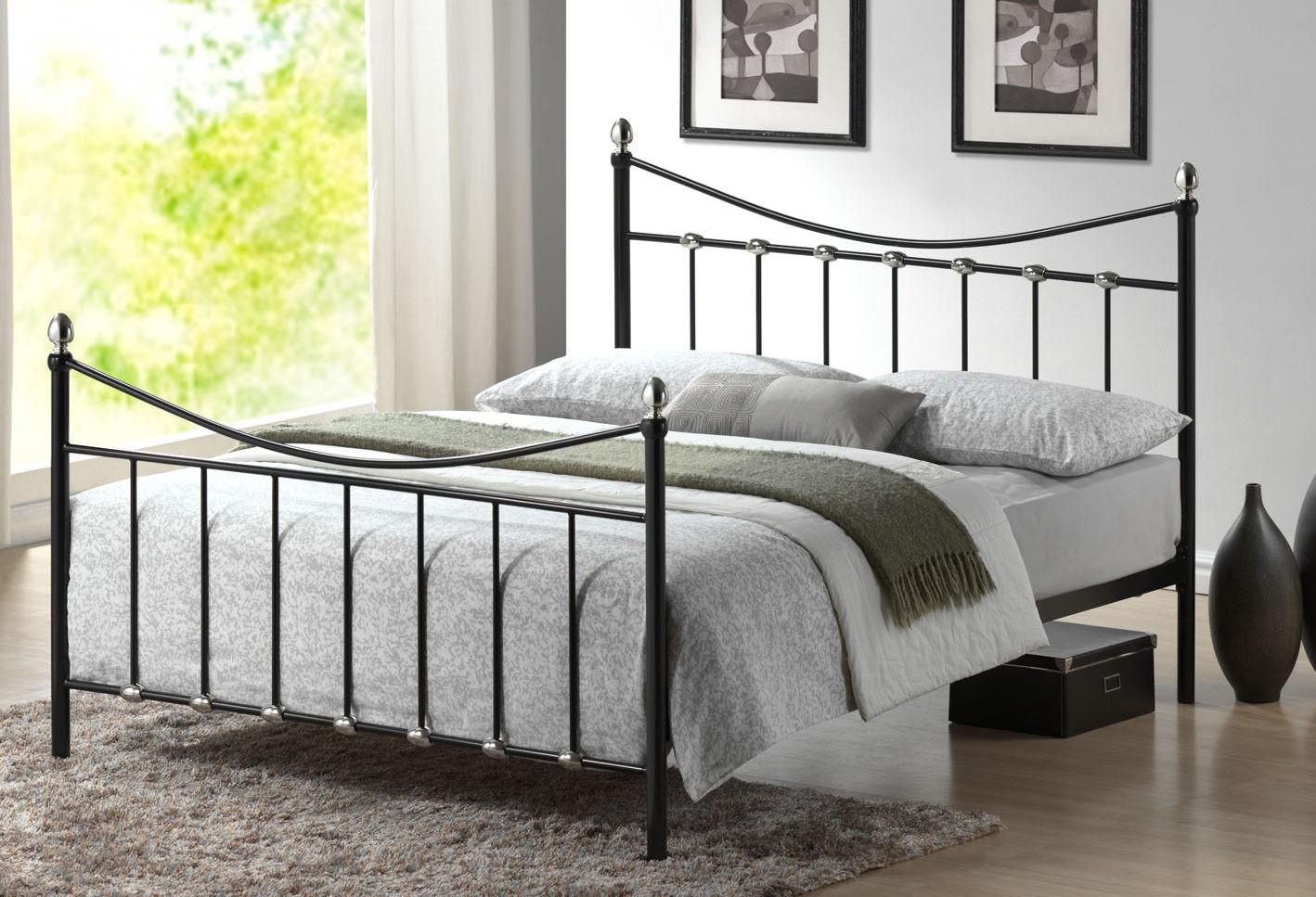 Kovová posteľ