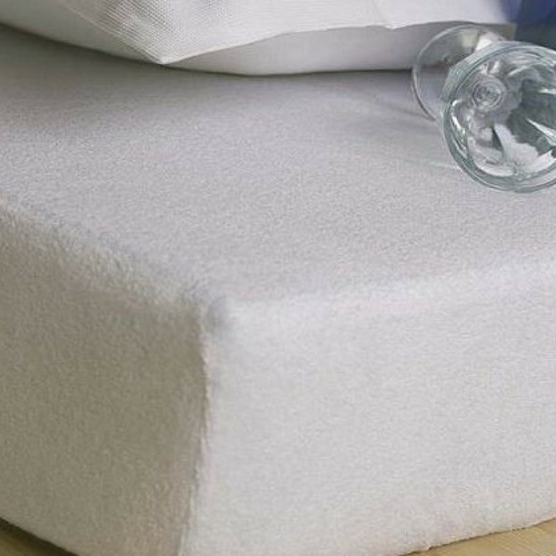 biela plachta na postel
