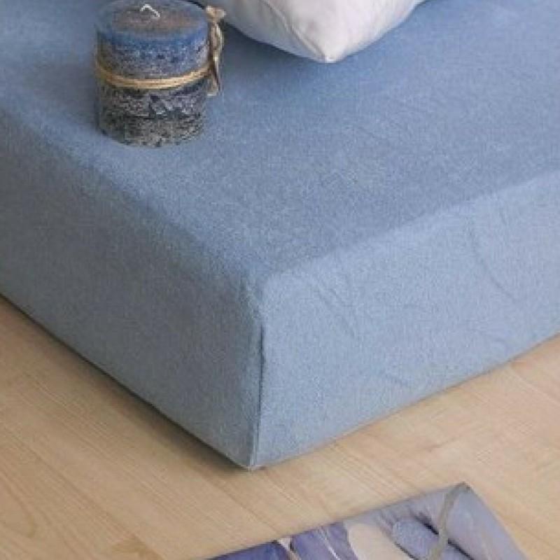 modra plachta na postel