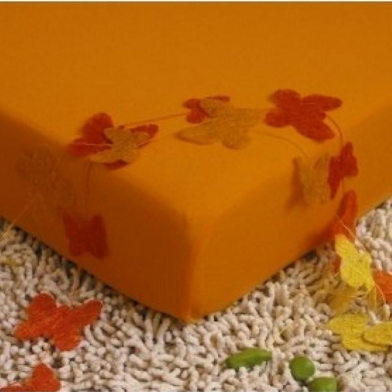 oranzova plachta na postel
